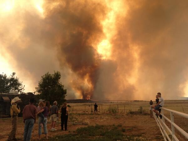 Peeple's Valley residents watching Yarnell Hill Fire in awe. pic.twitter.com/uTVUrVBuCw