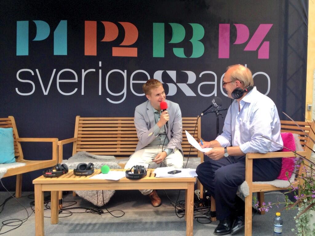 Gustav Fridolin på Sveriges Radios scen, i P4 Extra just nu.