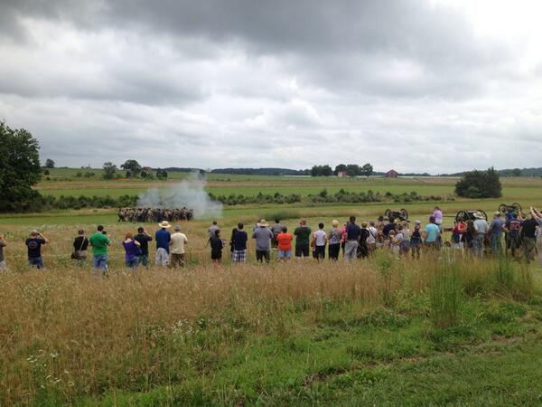 Reenactors of the 10th Alabama demonstrate tactics outside Pitzer Woods at #gburg150 pic.twitter.com/iJJO6CaZDB