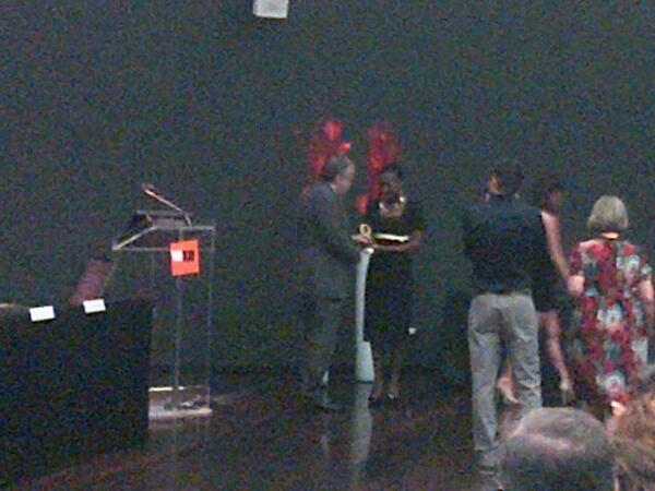 Andrea Riccardi assegna a Pacem Kawonga la Colomba d'Oro per la personalità internazionale. #ColombeOro13 pic.twitter.com/B6H9cu6G9l