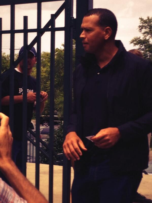 @AROD is here at The Joe #riverdogs #ARodInChucktown pic.twitter.com/HYNxL0HQGc