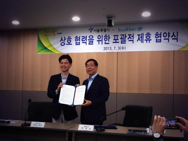 """Privileged to sign Lifeline collaboration with Seoul Mayor @wonsoonpark to enhance the city's disaster preparedness. http://t.co/O8OdcLgyo0"""""""