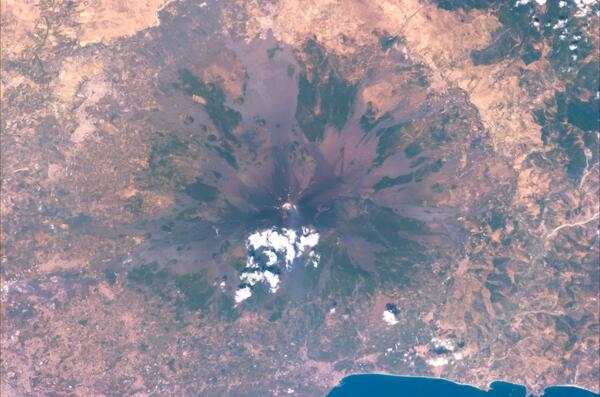 Impossibile descrivere cosa un #Siciliano provi per l'#Etna… #Volare pic.twitter.com/pLOqDNYHpV