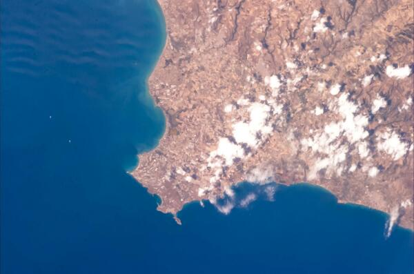 Two seas meet at the extreme south eastern point of #Sicily #Volare  pic.twitter.com/vgQHzbza3W