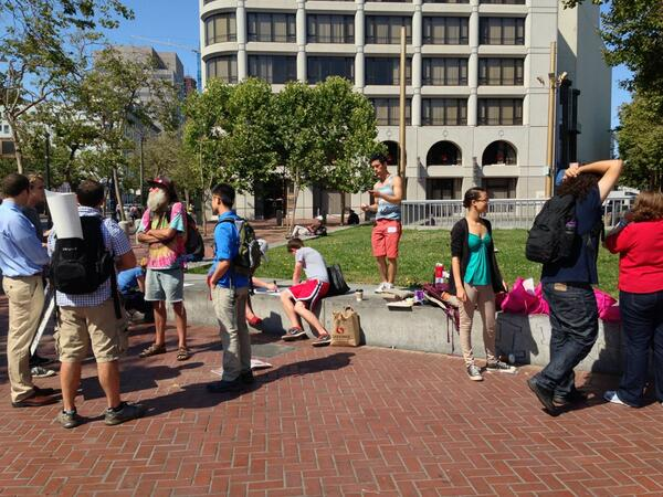 Volunteers getting things ready for #restorethe4th protests in SF. pic.twitter.com/DQtwL3cVA9