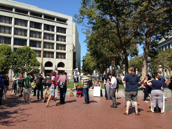 Its still half an hour before the event, and about 50 people are already here for #Restorethe4th SF: pic.twitter.com/7vZnt1z7Dk