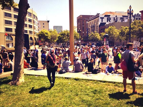 Over two hundred people at UN plaza for #restorethe4th SF. pic.twitter.com/5A5iT8JnJ9