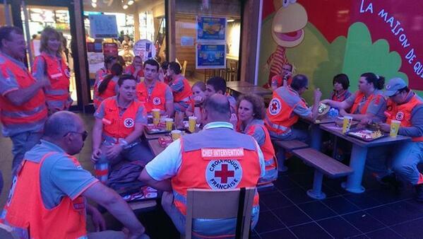 via facebook >> Alerte rouge suite aux événements de Bretigny. La DDUS 77 à mobilisé une quarantaine de secourist... http://pic.twitter.com/hxp8Tl6DOD