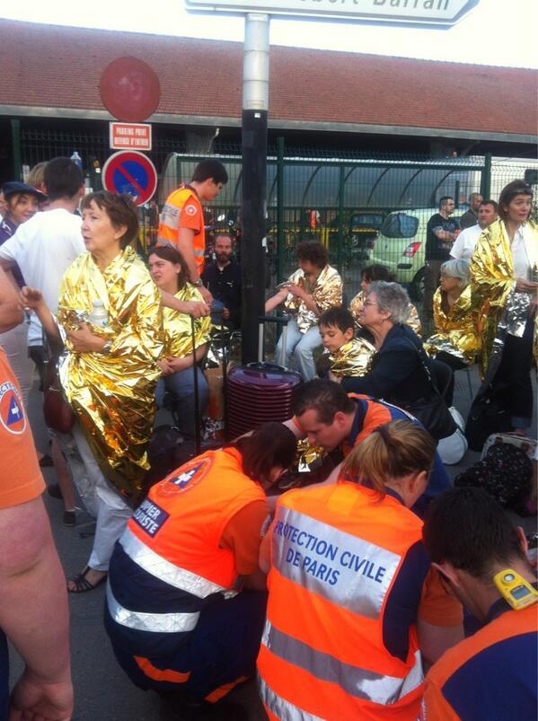 Bretigny sur Orge. Plus de 4h après l'accident des blessés tjs pris en charge par dizaines. #déraillement #train http://pic.twitter.com/Jp0hIWgtru