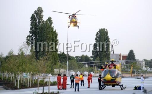 PHOTO - Les secours à l'oeuvre à #Bretigny #AFP http://pic.twitter.com/GYBpN3bGH1