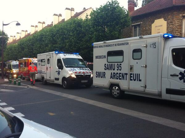 Les secours arrivent toujours #Bretigny http://pic.twitter.com/gMGxOIheZA