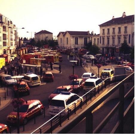 Les sirènes qui défilent, apocalypse à la gare de Brétigny ! http://pic.twitter.com/rJEYi8W1vN