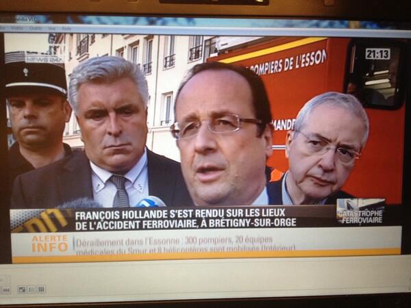 Pendant trois jours, il n'y aura pas circulation de trains à Bretigny sur Orge, a indiqué François Hollande. http://pic.twitter.com/0Q8UWtkfRg