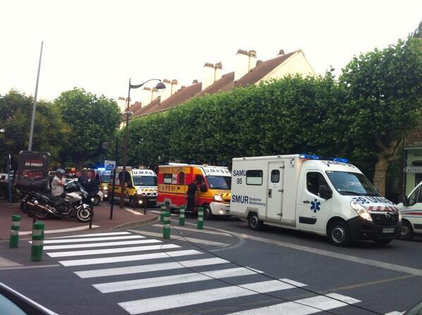 """""""@France3Paris: #bretigny 300 pompiers sur place et 8 hélicoptère Toutes les dernières infos dans #Soir3 http://pic.twitter.com/m4RBSM89A8"""""""