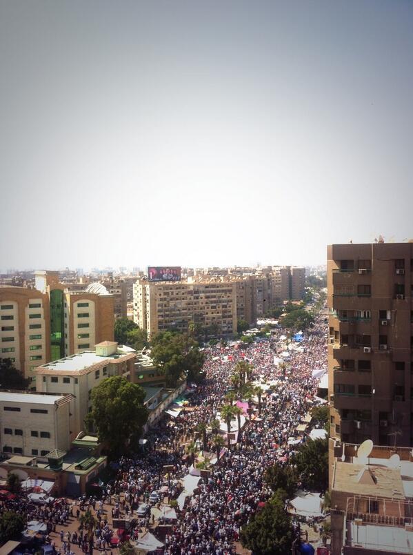 Pretty huge pro-Morsi rally at Nasr City http://pic.twitter.com/rJpRfjMtpI