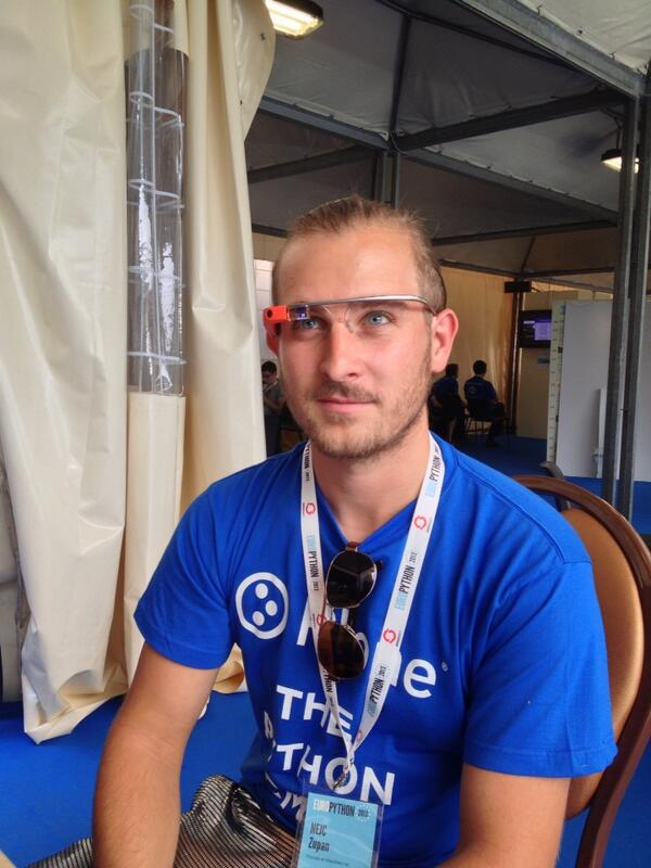 Giving Google Glass a spin at #europython pic.twitter.com/UK5pVOqLIu