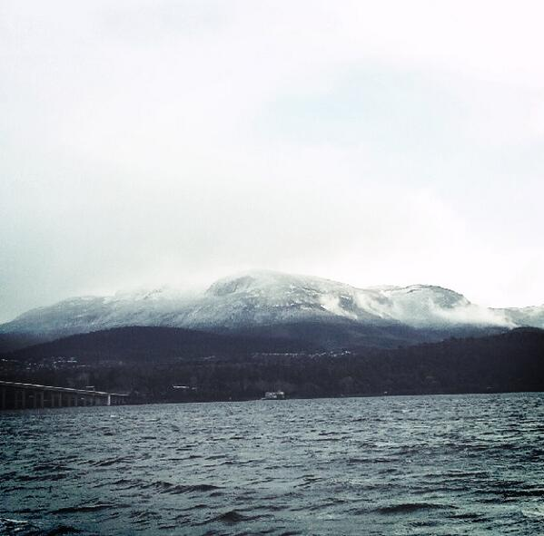 Days like this I love living in tassie! #mtwellington #snow #cold <3 pic.twitter.com/lYewERRVkH