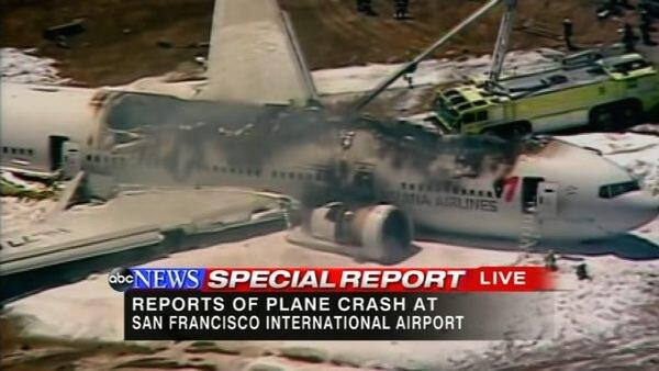 PHOTO: Asiana Airlines flight from Seoul, a Boeing 777, crashed while landing at #SFO pic.twitter.com/L4AcwoU7qD