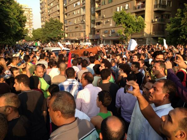 Mourners are marching through Manial with the coffins. Chanting in rage against the Brotherhood http://pic.twitter.com/g5MTyCdyVK