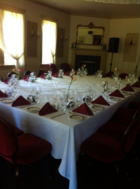 The table is set, ready for later this evening http://t.co/BYsRxR3s8L
