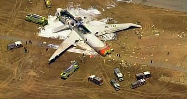 PHOTO: Asiana Airlines flight crashes while landing at San Francisco Int'l Airport pic.twitter.com/0jZUIx1nsH