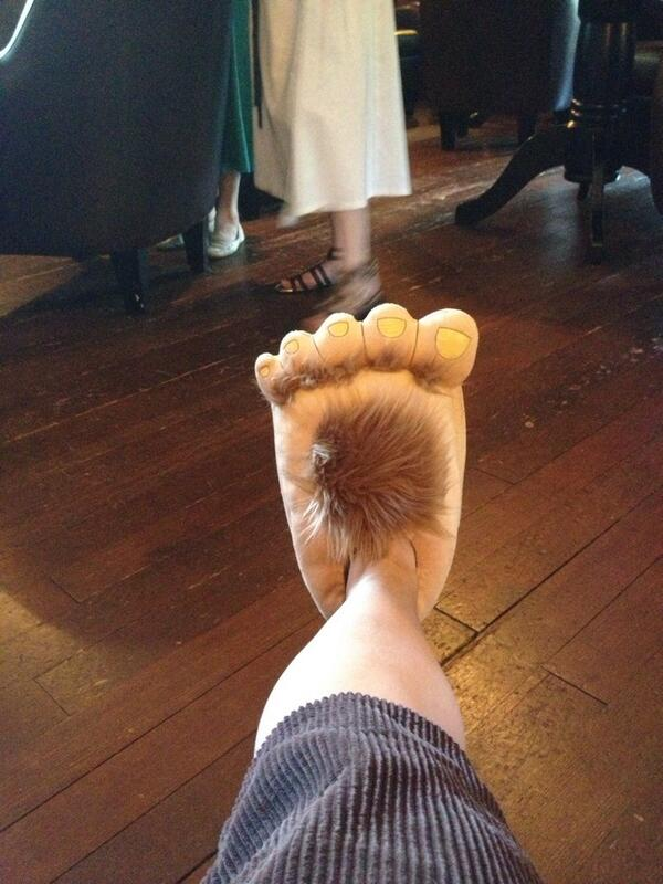 HOBBIT FOOTS!! http://t.co/E2LpS0EaOE