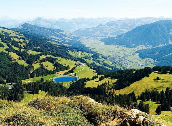Advised by @davhauss I ran the Hahnenkamm this am. One of the most scenic run of 2013. From 762m to 1712m. Amazing pic.twitter.com/WKA3b0lrNf