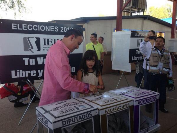 Ejerciendo mi derecho a votar. http://t.co/vCEGHdanTD