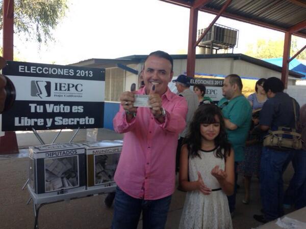 Ya voté, espero que ustedes ya hayan ido a su casilla. http://t.co/prx4xsgN0Q
