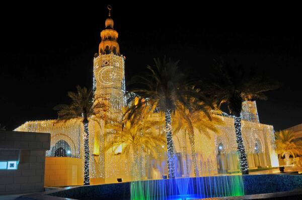 Mosques around #Dubai will be lit throughout the holy month of #Ramadan. #RamadanInDXB pic.twitter.com/hi0OVq71eq