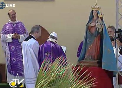 #Pope asks Mary to watch over all those who work on the sea, travel on seas, on all migrants and refugees http://pic.twitter.com/PMRNmaNIGX