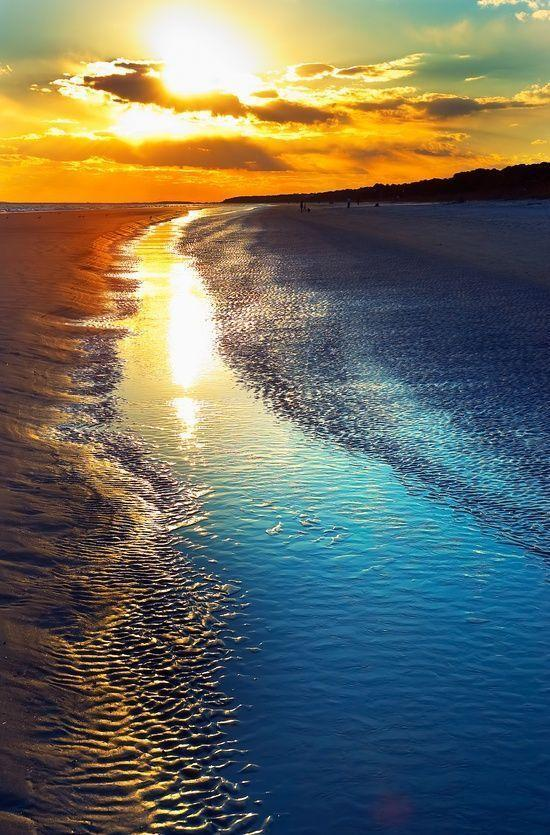 【アメリカ】ヒルトン・ヘッド・アイランド。アメリカ南東部、サウスカロライナ州の322kmにも及ぶ海岸線にある島。東海岸で最も人気のあるリゾート地の1つで、自然保護区には豊かな自然があり、美しい景観は、名画の撮影場所にも使われました。 pic.twitter.com/QEobNpWE75