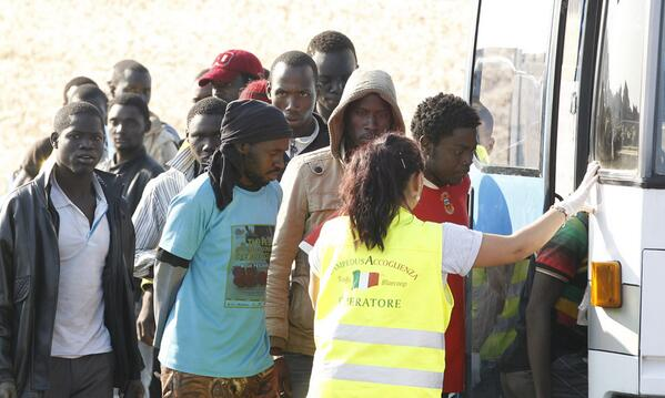 CNS photog Paul Haring is in Lampedusa where another boat carrying migrants arrived before #Pope this morning. http://pic.twitter.com/gCLW2WgLCe