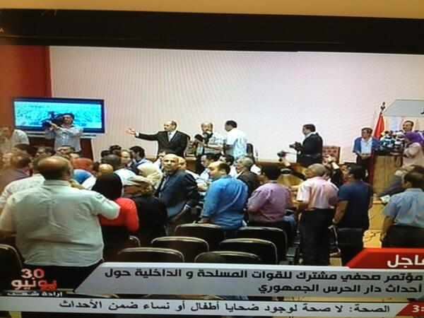 Chaos in army and police presser as journalists shout 'Al Jazeera Channel out' police spox plead for calm #Egypt http://pic.twitter.com/Z1azUd0Kj5