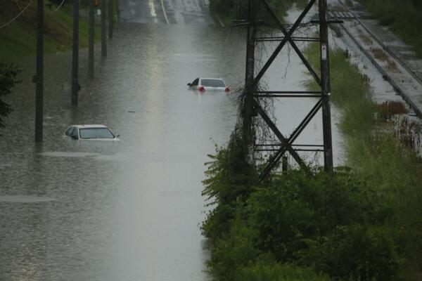 Bayview. Flood!!! pic.twitter.com/ourZU3zM21