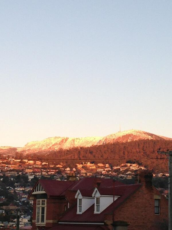 Hobart you chilly little devil you! #snow #cantfeelmyhands pic.twitter.com/VVod71V193