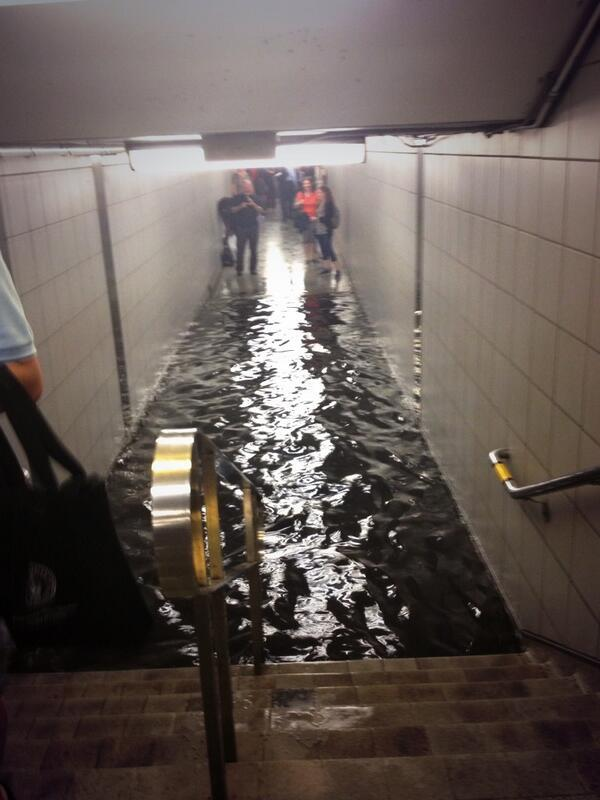 Now We Can Swim in Queens Station #StormTo #TORONTOPROBLEMS pic.twitter.com/QHelWvnvB2