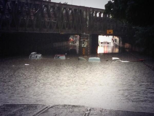 THIS IS INSANE. Check out King and Dufferin -- taken by my lovely coworker @angelinachapin #dlws pic.twitter.com/oPdglwjZeG