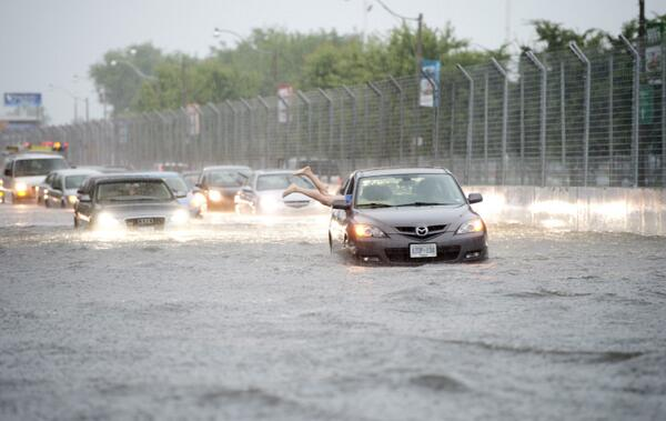 PHOTO: A woman tries to dive back into her car in Lakeshore West as Toronto storms continue #stormTO (Frank Gunn/AP) pic.twitter.com/mCEWxzFM7k