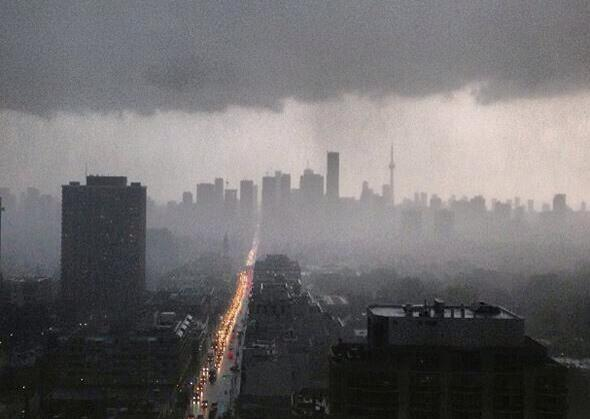 A view of Toronto during the crazy storm. #Toronto #ToStorm #flood24 pic.twitter.com/DLyyYKH9x3