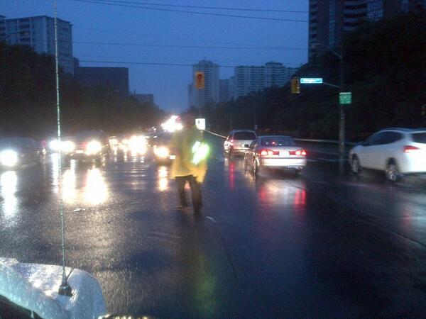 Doug Ford is directing traffic at an intersection at Dixon and Islington #sl pic.twitter.com/FvOd5dgaHA