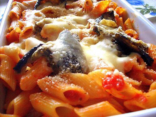Ricetta cucina: Penne pasticciate con melanzane e mozzarella
