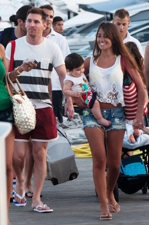 """Lionel Messi Fan Club on Twitter: """"On holiday with the family  http://t.co/Uz5G26PTUl"""""""