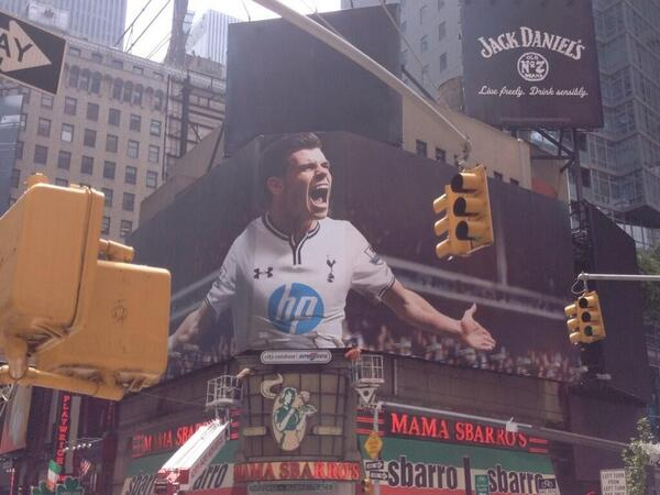 BOv5B71CcAAXP9P Picture: A massive 40 foot poster of Gareth Bale is unveiled in Times Square, New York