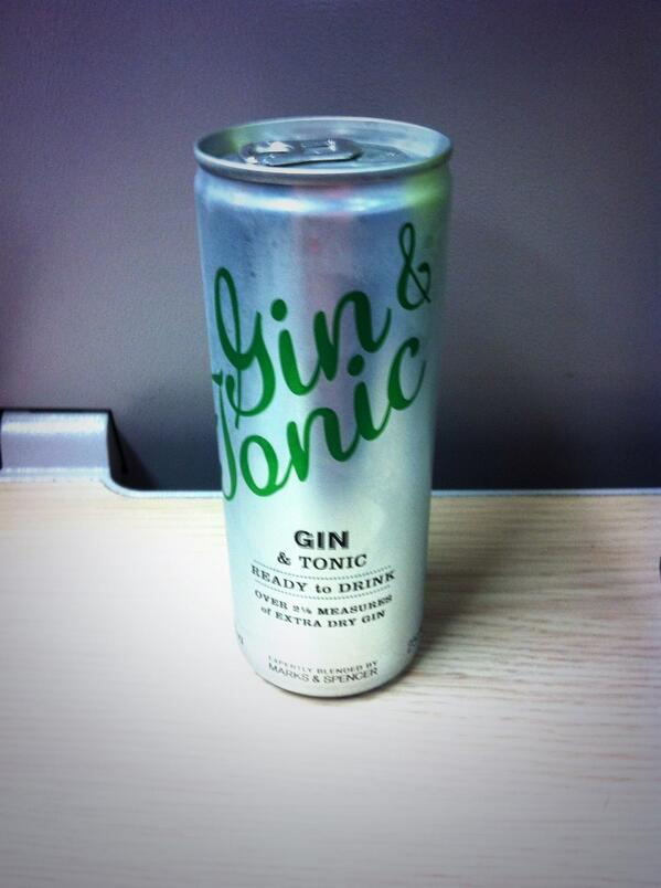 Got my gin in a tin and am on a train heading westcountrywards for the ARLIS conference and to see my folks. pic.twitter.com/ZDxyamK0Tj