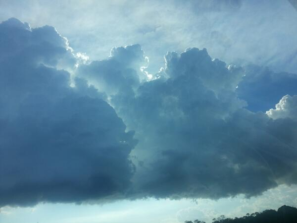 Palmetto tornado clouds? Maybe. One dropped by work. This is what it looked like.  @JamesVanFleet pic.twitter.com/dCufxiJK1H