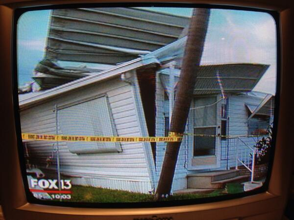 Palmetto tornado/w'spout damage. 12 mobile homes are a mess near 10th St SW #noinjuries #retrotv pic.twitter.com/uCrRIUM7bo