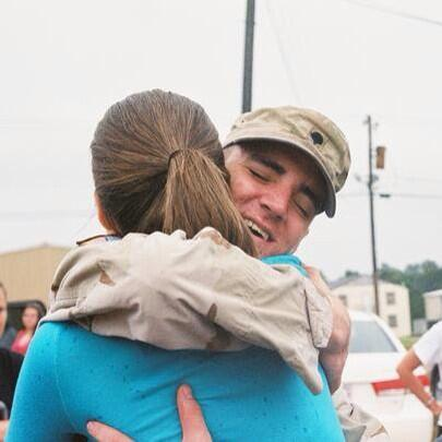 @richarddeitsch coming home from Afghanistan in 2006. Best feeling in the world. pic.twitter.com/D0vkJ60B2Q