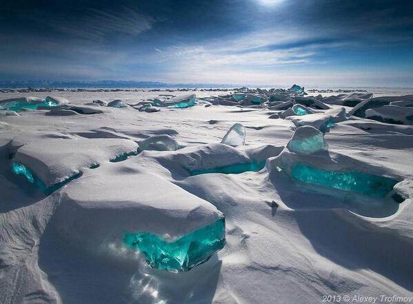 """@sodan4: "" @beautiful_img  雪の下に宝石のようなターコイズブルーの氷(バイカル湖) - ロシア http://t.co/zKv4lJJHGc  http://t.co/Mny9IYybd0"""