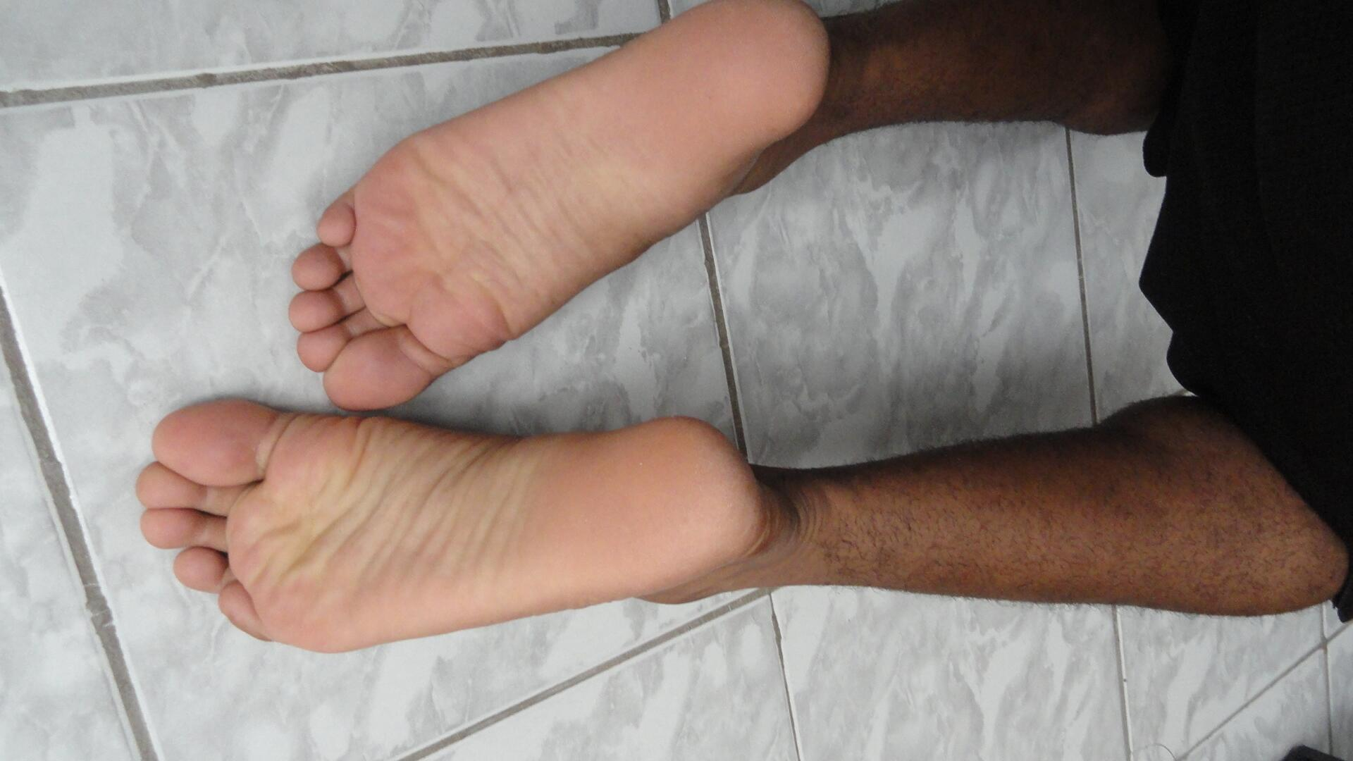 Melonie mac feet